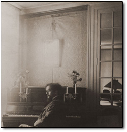 photo-de-debussy-au-piano